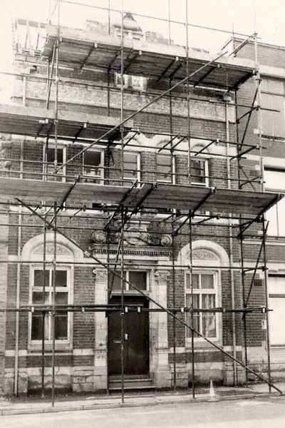 Scaffold at the front